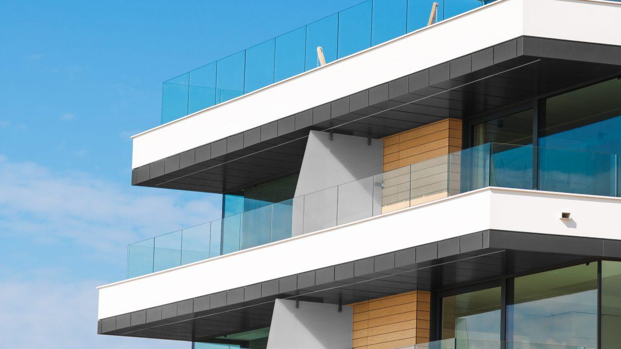 מעקה זכוכית למרפסת OTELLO - קבוצת טיפטרוניק