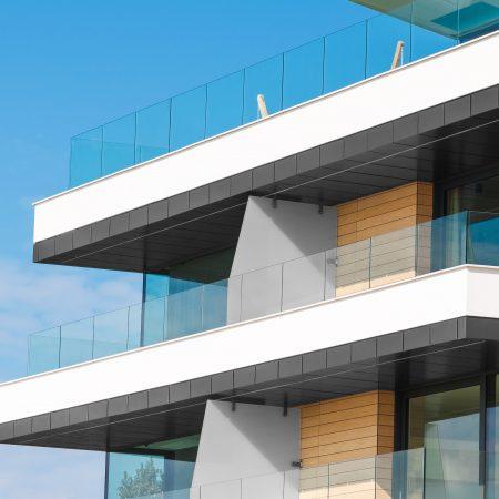 מעקה למרפסת מזכוכית - קבוצת טיפטרוניק