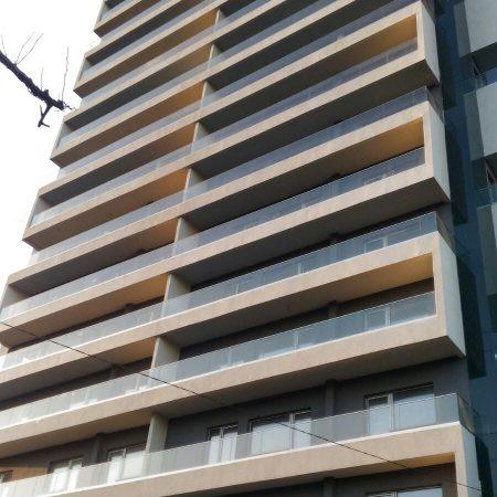 מעקה זכוכית OTELLO בנייה רוויה - קבוצת טיפטרוניק