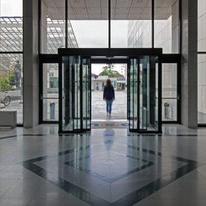דלתות הזזה אוטומטיות